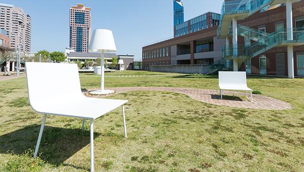 校舎の外の風景(オブジェ)